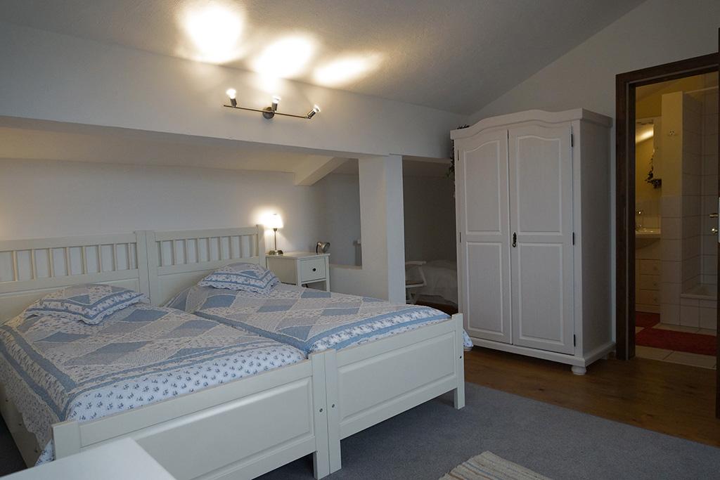 "2-3-Bett-Zimmer ""Albblickzimmer"" im 2. Stock (Zimmer 6)"